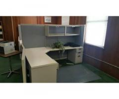 OFFICE CUBICLES WITH DESK